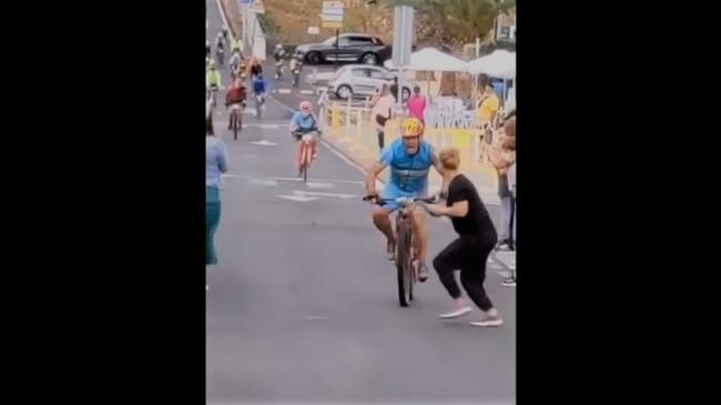 【悲報】女さん、自転車レースでまたやらかす・・・