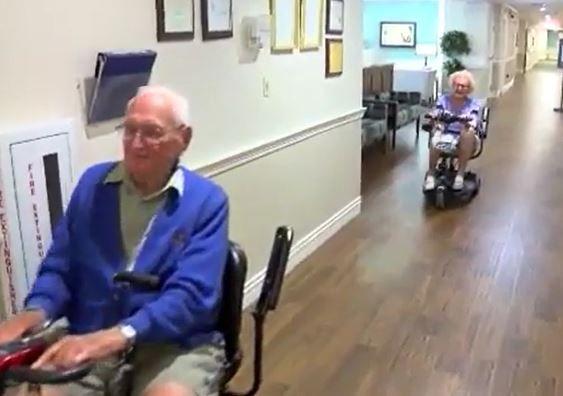 100歳 102歳 結婚 高齢者住宅 恋 オハイオ州に関連した画像-01