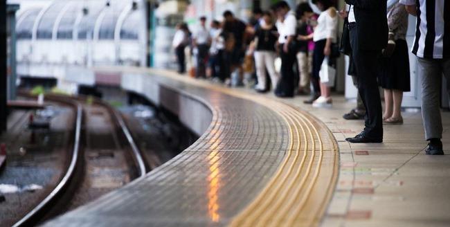 電車 ホーム 線路 転落 救助 非難に関連した画像-01