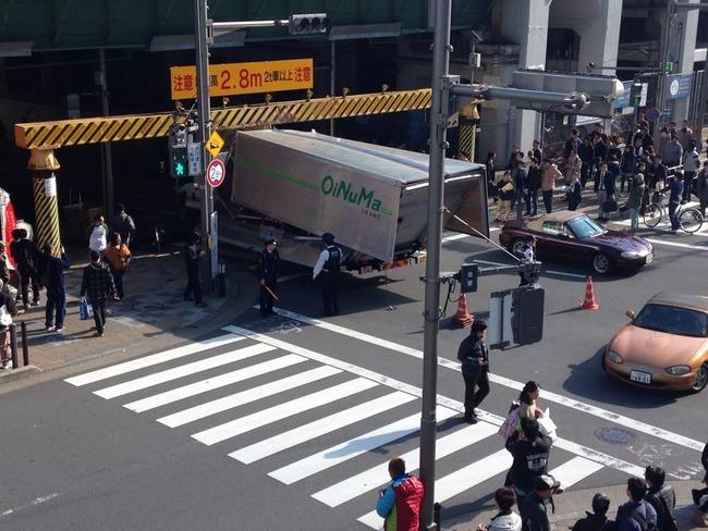 秋葉原 トラック 事故に関連した画像-01