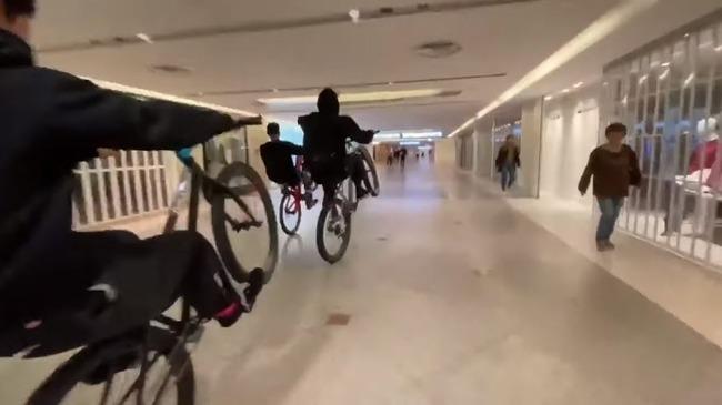 【駅ビル自転車暴走】メンバーの40代男 「商店街でウイリーして何が悪いの?僕らは競技人口増やしたいだけ」