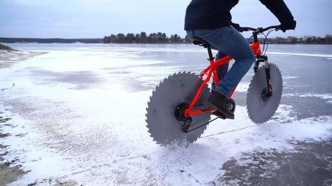 ユーチューバー 自転車 タイヤ 丸ノコ 氷上 走る 実験に関連した画像-01