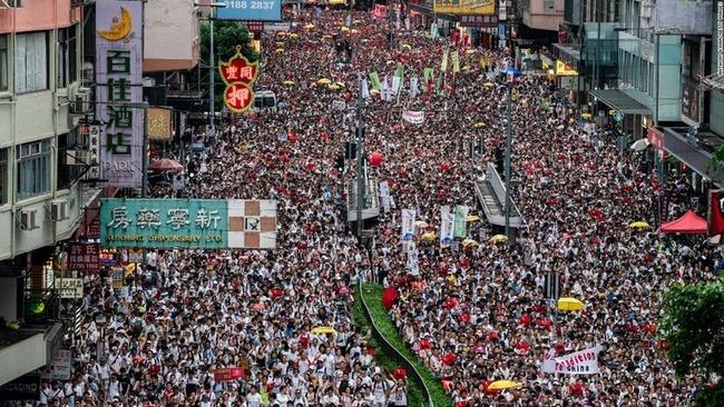 香港人700万人、日本への移住を検討し始める