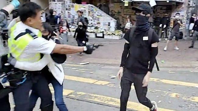 【動画あり】香港でまたしても学生が警官に撃たれる、学生は武器も持たいない丸腰状態だった
