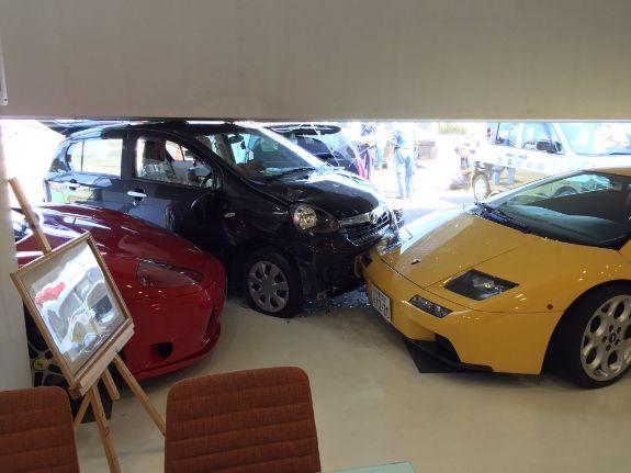 ショールーム 車 高級車 ランボルギーニ フェラーリに関連した画像-03
