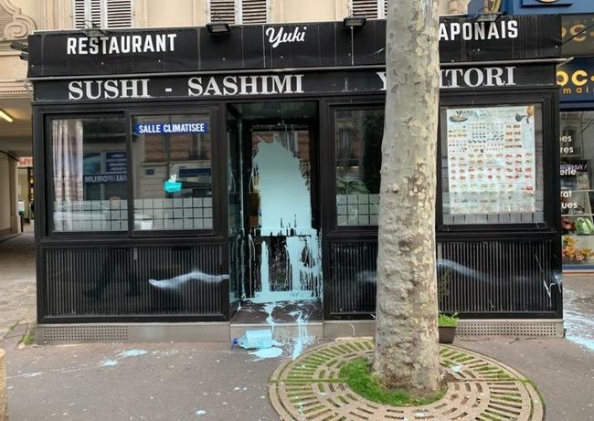 新型肺炎 フランス アジア人差別 寿司店 襲撃 落書きに関連した画像-02