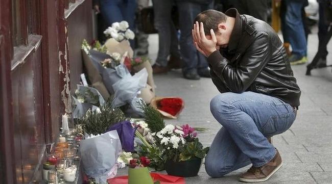 パリ同時多発テロ 弁護士 炎上に関連した画像-01