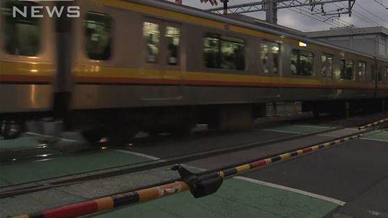 開かずの踏切 遮断機 電車 事故に関連した画像-01