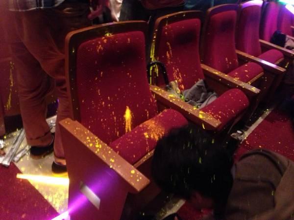 サイリウム 観客 ドルオタ ライブ会場 客席 使用禁止 厄介に関連した画像-01