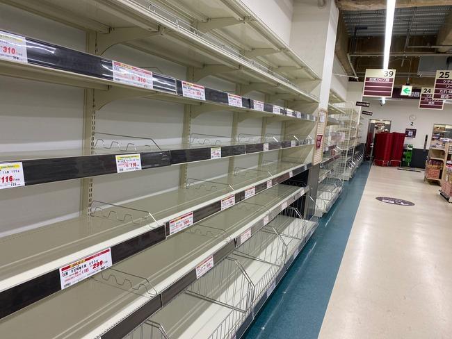 【ヤバイ】東京、パニック状態に突入! スーパーがとんでもない混雑になり水・食料品が買い占めで消える・・・