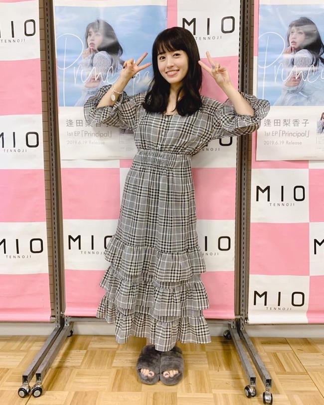 女性 声優 靴 スリッパ 逢田梨香子 オタクに関連した画像-03