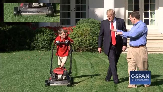 アメリカ ホワイトハウス 芝刈り 少年 トランプ大統領に関連した画像-04