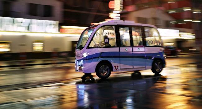 自動運転バス トラック 事故に関連した画像-01