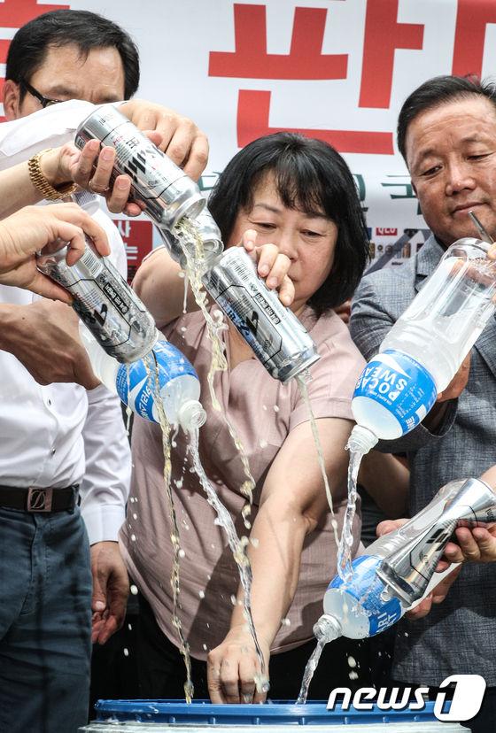 韓国 日本製品 不買 ビール ポカリスエット デモ 日本大使館 空き地に関連した画像-03