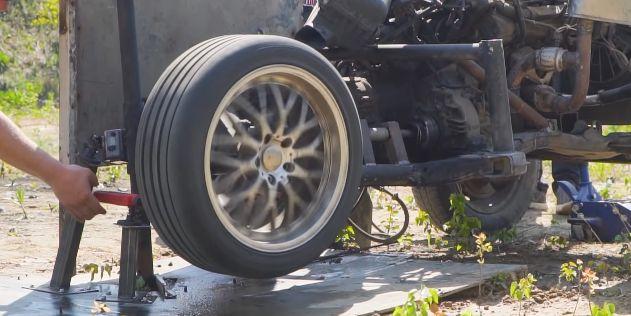 ユーチューバー 車 タイヤ 音速 実験 爆散に関連した画像-01