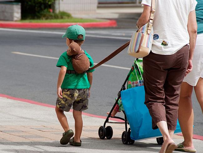 c4480b8f0ec1e6 歩きはじめた幼い子供を守るためのリード(ひも)を使う親が増えてネットで ...