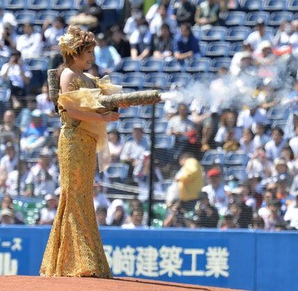 ラスボス 小林幸子 千本桜 999キロ 水着 始球式 黄金に関連した画像-03