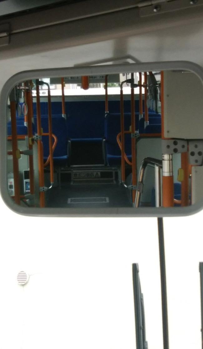 バス 運転手 ミラー スカート パンチラに関連した画像-02