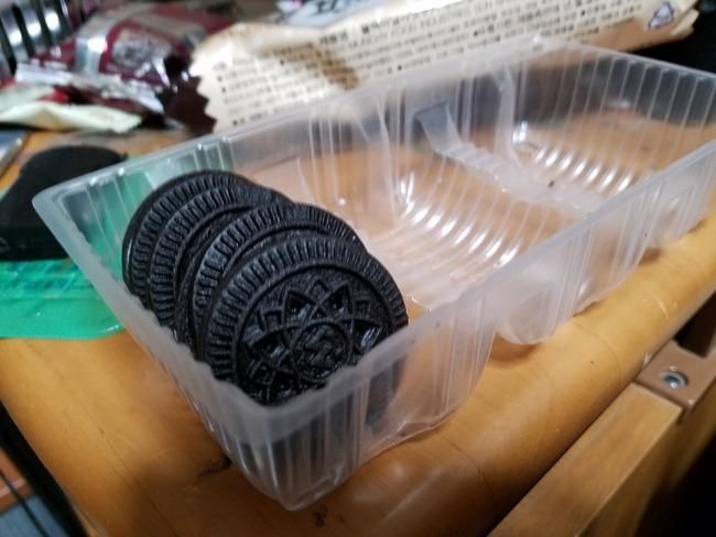 【注意】 開封後のお菓子の放置はマジでやばかった。飲食禁止はガチで守らないといけない理由も・・・