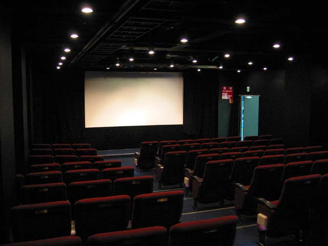 秋葉原 映画館 破産に関連した画像-01