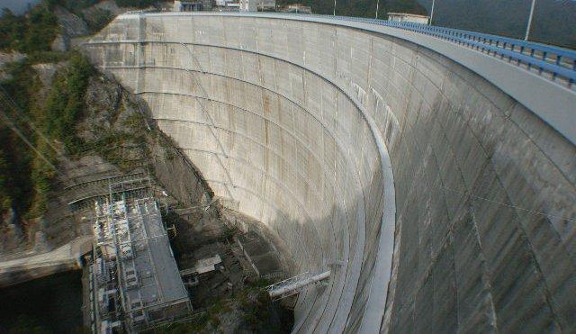 女子高生 ダム 飛び降り 不可解に関連した画像-01