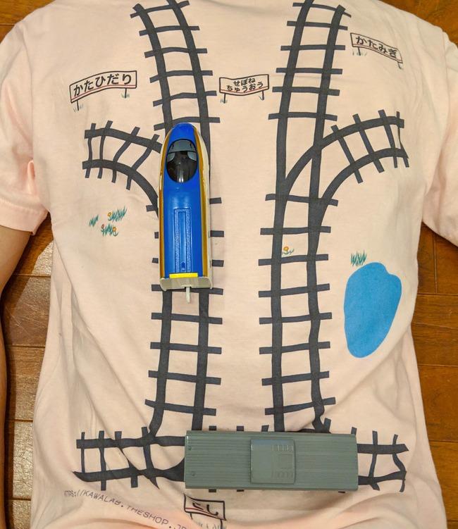 Tシャツ 寝転がる 子供 マッサージ 電車 レール プラレールに関連した画像-07