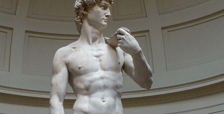 「ダビデ像」の隣に人が並んだ写真に全世界が驚愕して話題に「ダビデ像ってこんな大きさだったの!?」