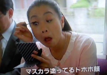 電車内 化粧に関連した画像-01