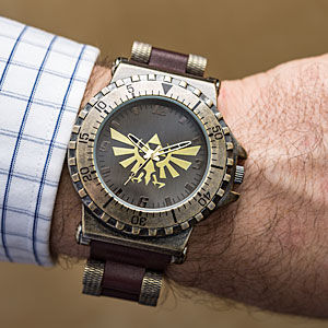 ithj_zelda_leather_watch_inuse