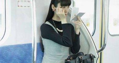 電車 化粧 マナー広告に関連した画像-01