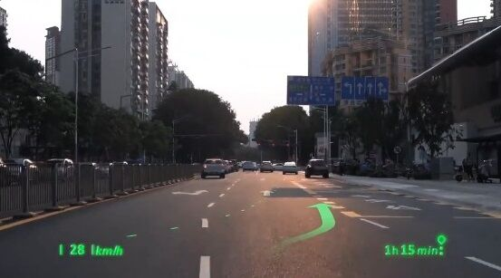 中国 車 フロントガラス 交通情報 投影 未来 SFに関連した画像-05