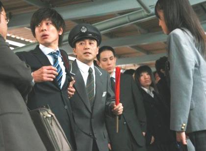 【痴漢】 線路内逃走は数百万円の賠償! 一方、捜査に協力すれば2日で釈放される!