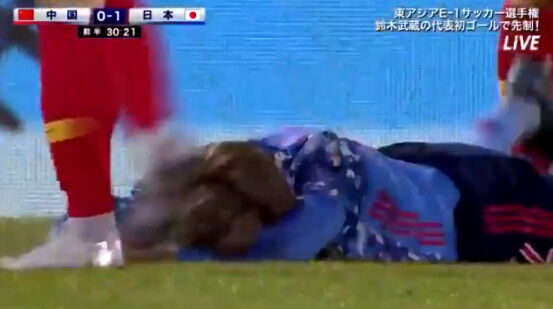 サッカー 反則 中国 カンフー 飛び蹴り 日本 イエローカードに関連した画像-03