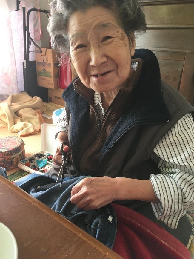 ダメージジーンズ 直す 縫う デザイン おばあちゃんに関連した画像-03