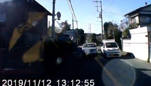75歳 高齢 ドライバー 追い越し禁止 細い道に関連した画像-01