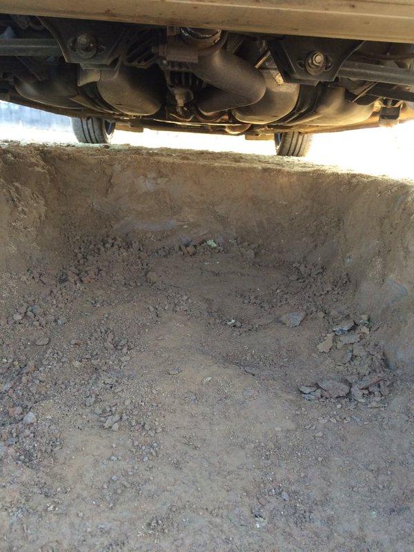 穴 車 整備 雨に関連した画像-04