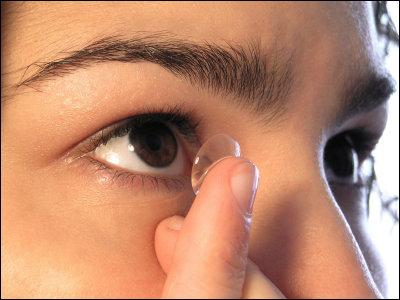 コンタクトレンズ 女子大生 失明に関連した画像-01