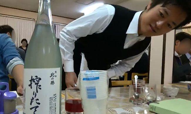 丸山穂高 皇室行事 泥酔に関連した画像-01
