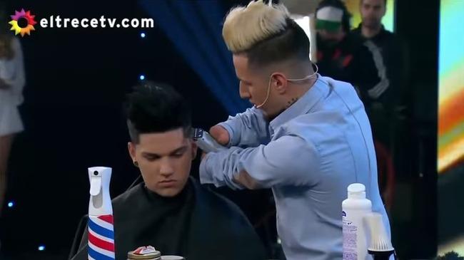 アルゼンチン 両手なし 理髪師に関連した画像-01