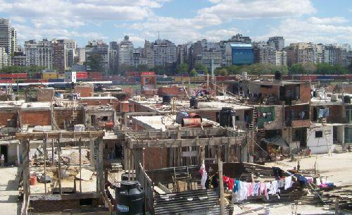 アルゼンチン ブエノスアイレス スラム YouTuber 強盗に関連した画像-01