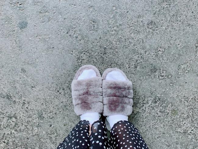 女性 声優 靴 スリッパ 逢田梨香子 オタクに関連した画像-02