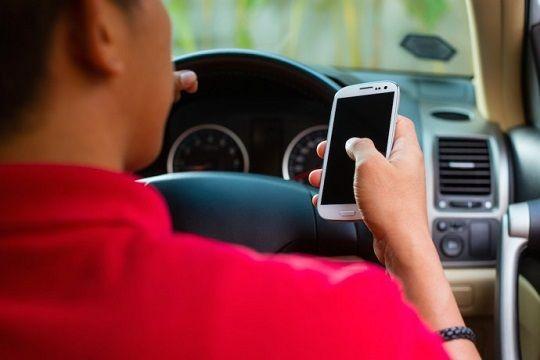 運転スマホ罰則強化に関連した画像-01