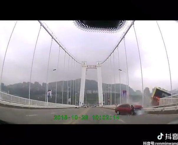 中国バス 橋 転落に関連した画像-08