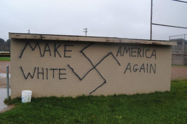 暗黒時代 マイノリティ トランプ 当選 アメリカ 黒人 ゲイ LGBT ムスリム 移民 差別 迫害 リベラル ヒラリーに関連した画像-01