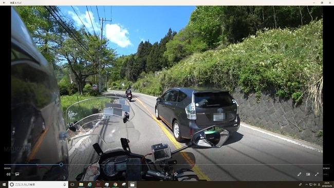 バイク自動車スレスレに関連した画像-05