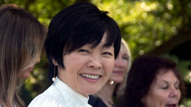 「即位礼正殿の儀」に参列した安倍昭恵さん、服装がヤバすぎてツッコミ殺到wwww「パーティーちゃうんやぞ」「レディー・ガガみたい」