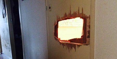 シャイニング トイレ ドア 破壊に関連した画像-01