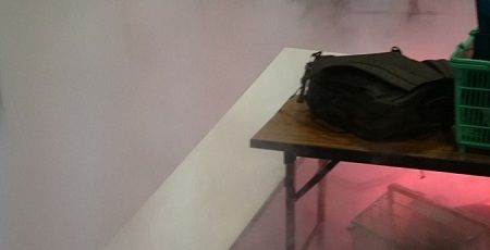 【速報】欅坂46の握手会で男が発煙筒を投げ込む事件が発生!握手会場が大変なことに!