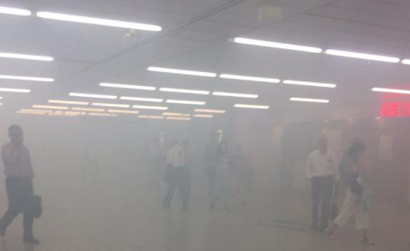 新宿 駅 煙 火災に関連した画像-01