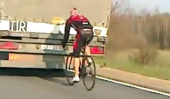 自転車 トラック マナー 交通トラブルに関連した画像-01